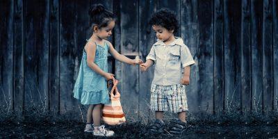 Niños_con _Flor_fundación_auténticos